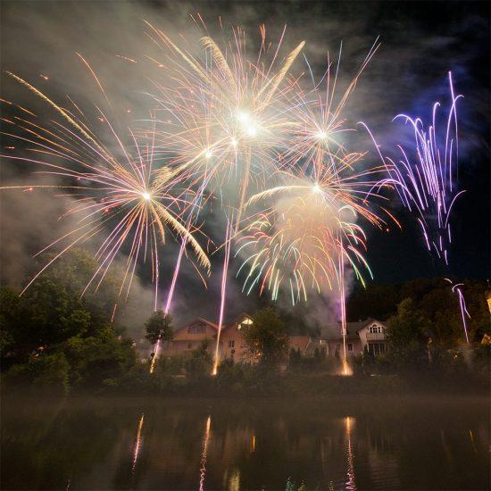 Fluss Festival Feuerwerk